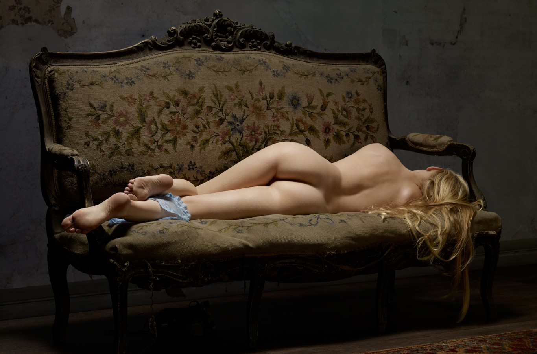 Serie: Skin Deep (2014 - 2016) Titel: Reclining Nude No. 7 (2014) Geëmbed van erwinolaf.com